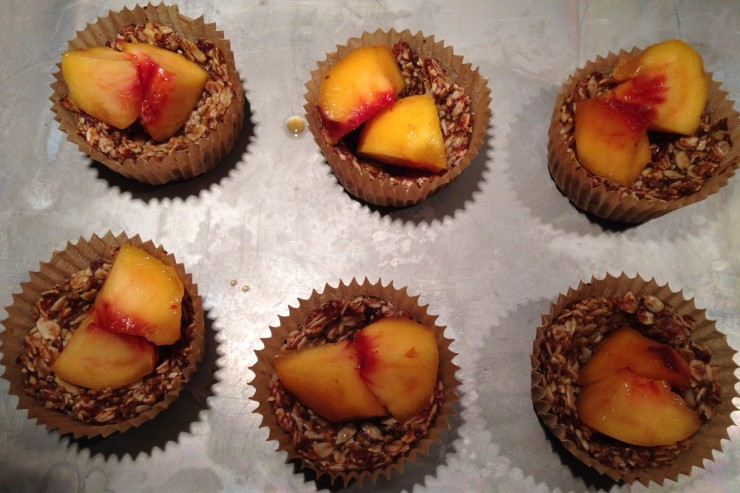 peach crumble cups